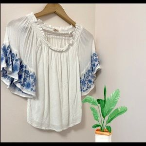 Hollister Off the Shoulder blouse. XS. Embroiled
